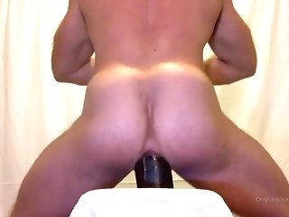 hunk Unselfish bodybuilder requires Brobdingnagian dildo daddy